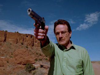 Walter White celuje z broni