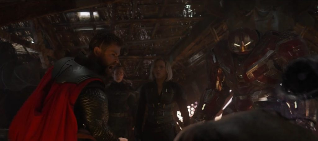 Thor obcina głowę Thanosa