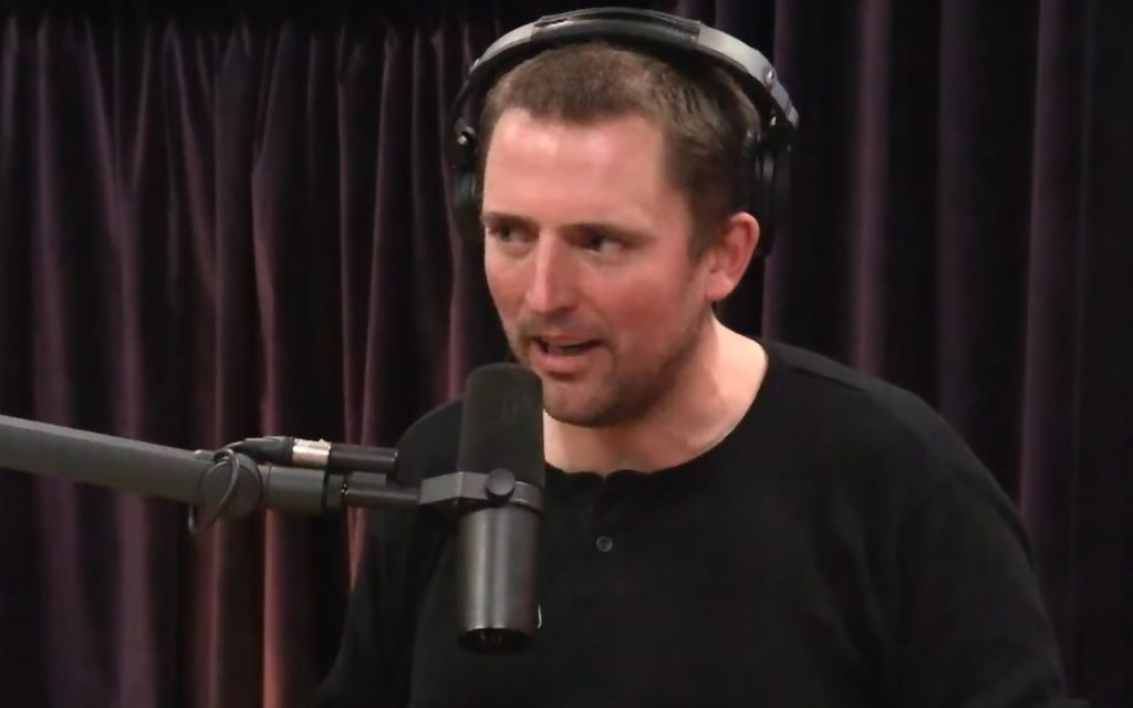 Owen benjamin podczas podcastu Joe Rogan